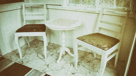 Mokki_eteinen_poyta_tuolit_2_antiikki