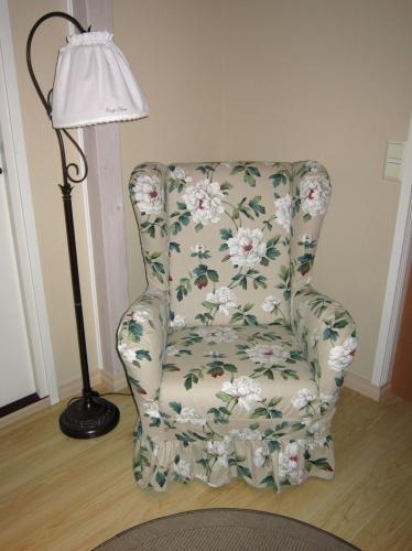 Tuoli_paikoillaan_ei_tyynya
