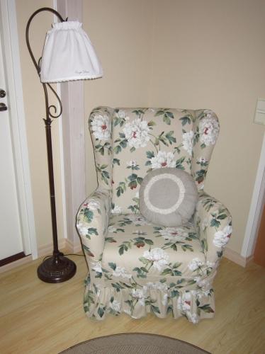 Tuoli_paikoillaan_tyynylla